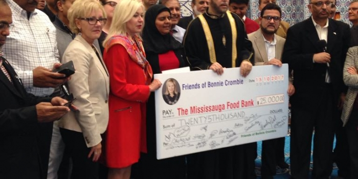 Muslim Community Presents $25,000 to Mayor Crombie's 1 Bag Challenge for the Mississauga Food Bank.